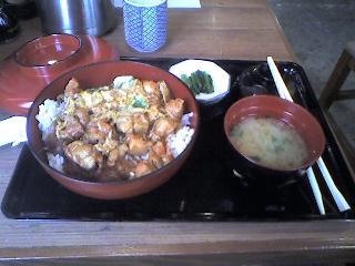 味の創作 串八珍の親子丼