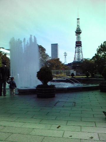 朝の札幌、大通り公園