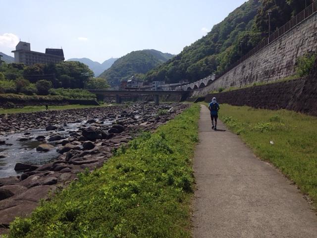 箱根駅伝コースを走る 辻堂から芦ノ湖 20140504_kawara