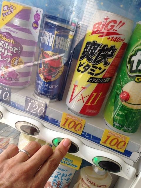 100円自販機 缶ジュース_vitamin11
