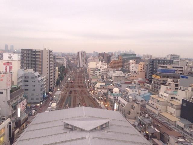 屋上から見下ろす東急線_toukyusen